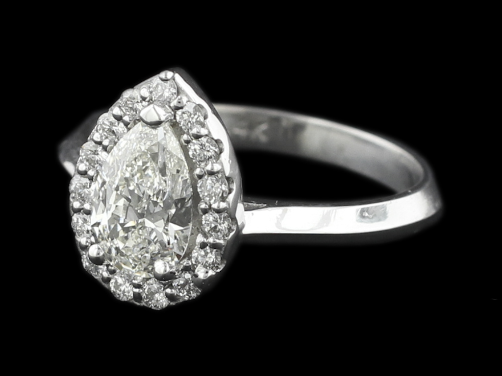 The 4 C's of Diamond Buying